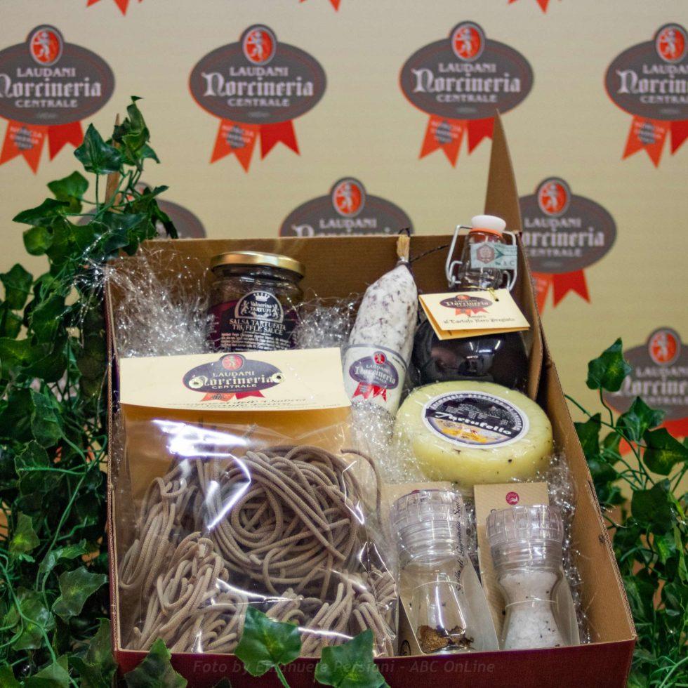 cesto di regalo da norcia il tartufato norcineria laudani da raw